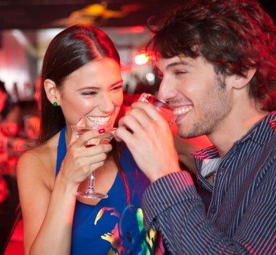 Barmans y bartenders en Baretendme. Cocteles y licores a domicilio en Colombia