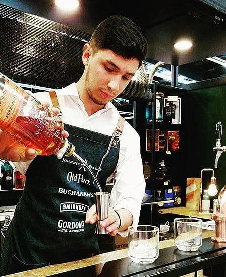 Barman Jonathan López contratar en Bogotá
