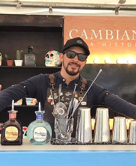 Barman Mauricio Aguilar