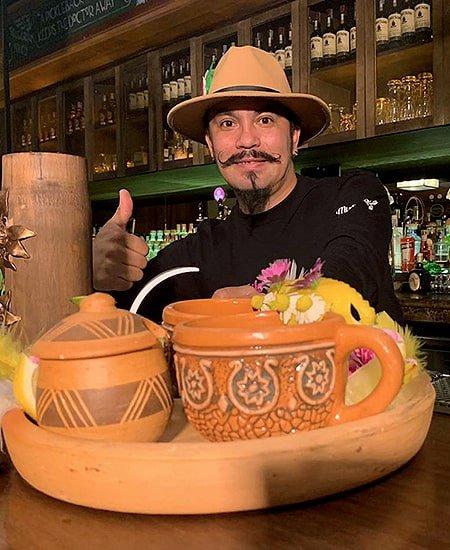 Bartender Raúl Vargas