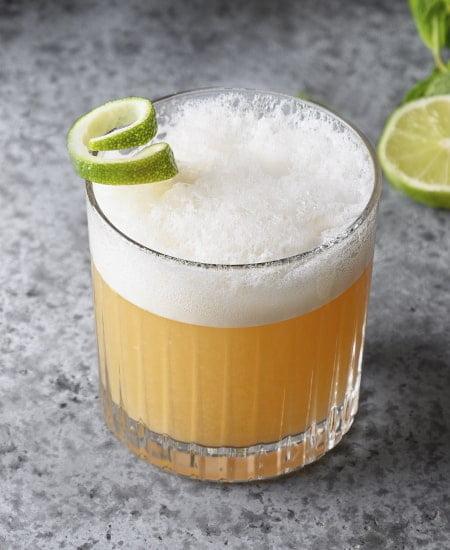 Ingredientes y receta para coctel Whisky Sour a domicilio en Colombia